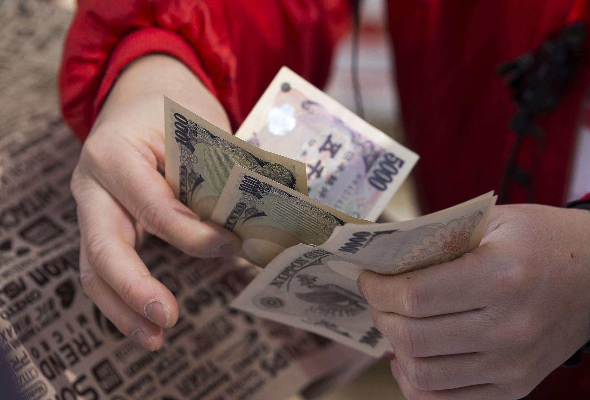 中共狂買日債創3年半新高 同時拋售美債