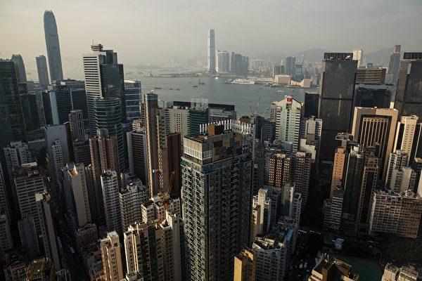 香港就是大陸連通海外的重要資金通道。(ANTHONY WALLACE/AFP/Getty Images)