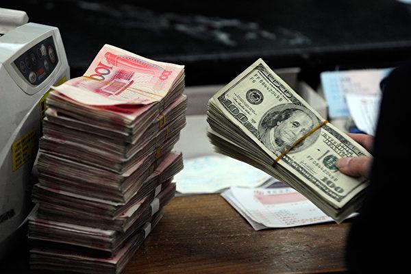 在岸人民币兑美元周五跌至两个半月新低