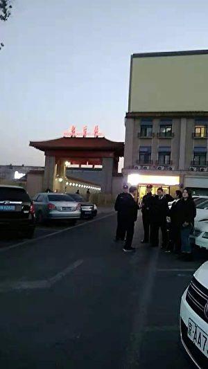 北京站派出所距北京鐵路派出所僅1分鐘的路程。(受訪者提供)
