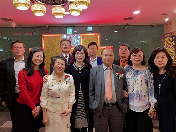 """图:台湾大学温哥华校友会,参加""""庆祝中华民国108 年国庆晚宴""""的演出,赢得满堂喝彩。(邱丽莲会长提供)"""