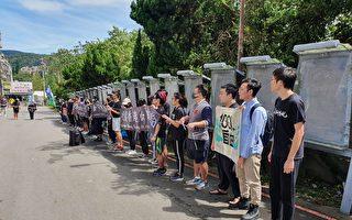 悼国殇日 台湾多所大学发起人链撑香港