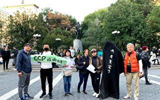纽约华人街头展演《为共产党、社会主义送葬》
