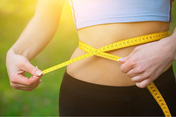 為什麼脂肪喜歡囤積在小腹?醫師分享解決腹部肥胖的方法。(Shutterstock)