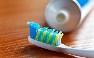 一天刷2次牙 牙齿就干净?正确洁牙还需2样工具