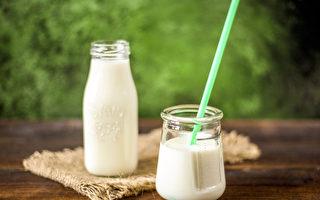年长者应该要持续补钙,如果中断,钙质流失将更严重。(Pixabay)