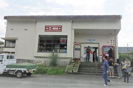 位于滨名湖畔的佐久米站,没有站务员、没有售票口。