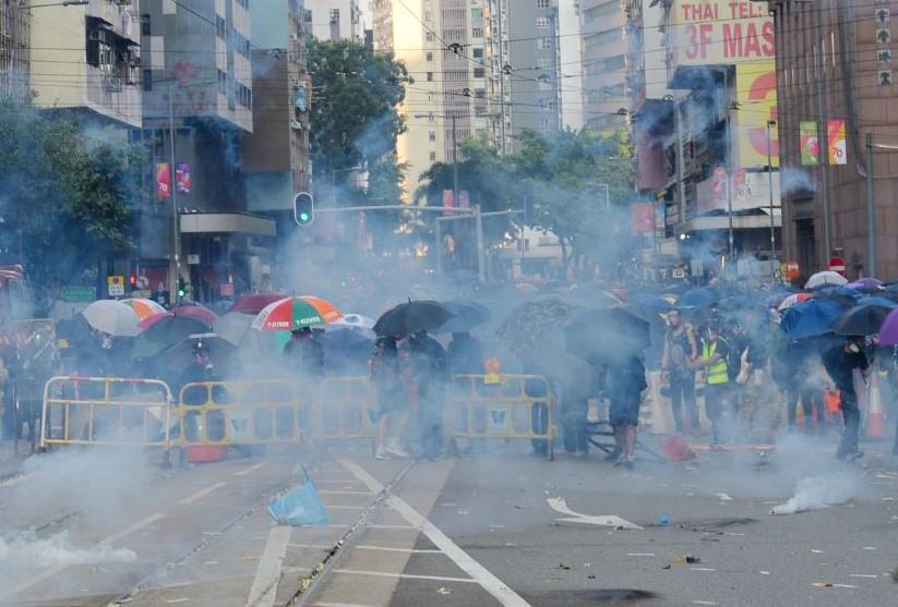 【10.1反極權】港人六區抗暴 警多處射實彈 中學生中彈