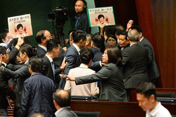 程曉容:林鄭立法會碰壁 誰當懸崖勒馬?