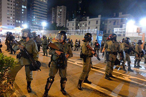 10月31日大量防暴警察出現太子彌敦道。(宋碧龍/大紀元)