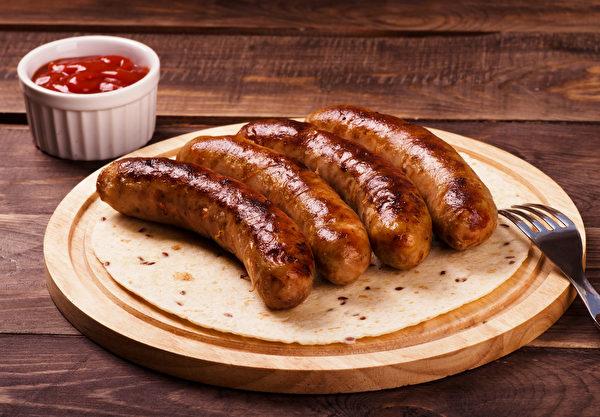 許多加工肉類都會添加硝酸鹽及亞硝酸鹽作為保色劑、防腐劑,但亞硝酸鹽有致癌疑慮。(Shutterstock)