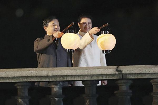 2019年11月9日,日本新王德仁偕同王后雅子參加「國民慶典」。(Koji Sasahara/POOL/AFP)