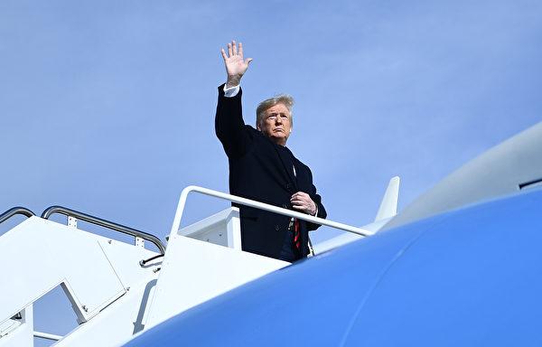 在回答記者提問是否會取消關稅時,特朗普回答說,有很多不正確的報道,「但你們會看到將來我要做甚麼」。(Brendan Smialowski/AFP)