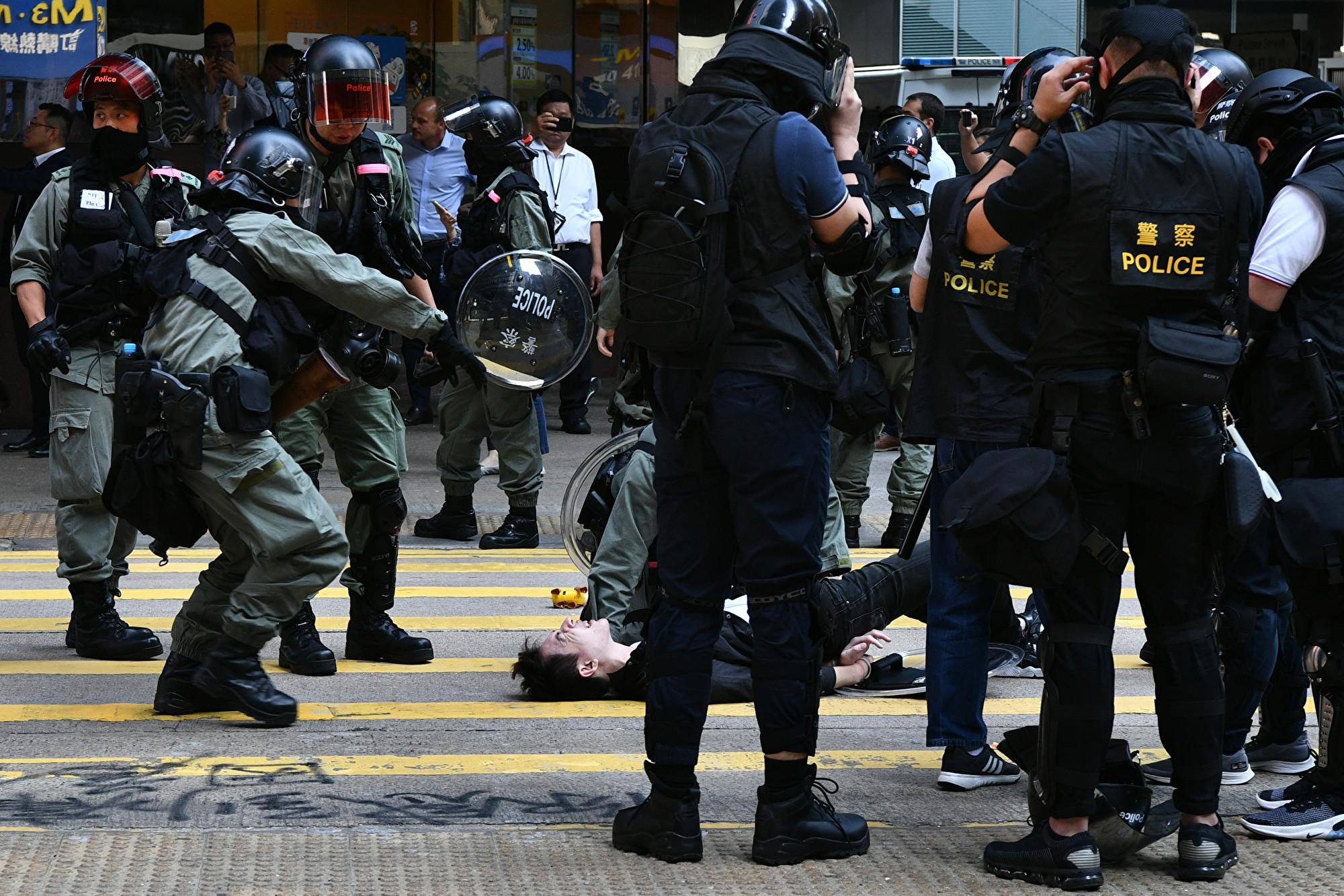 港警槍擊港人 美議員:世界見證中共本質
