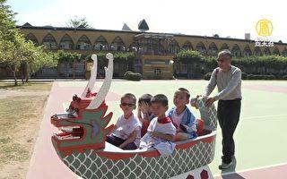 全球唯一 阿公為四孫兒打造「龍船娃娃車」