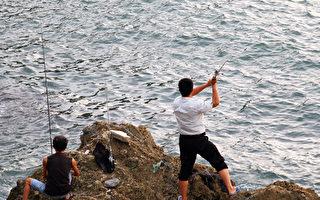 西澳海岸部署集鱼器  吸引游客垂钓