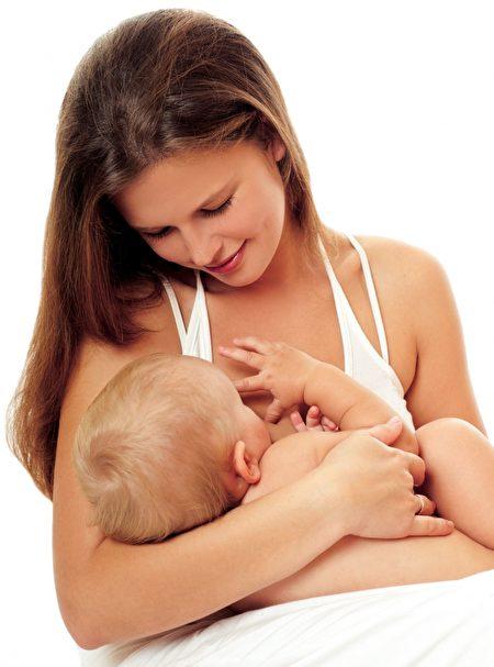 对于大部分的疾病来说,妈妈都可继续授乳。除了妈妈是爱滋病患者或爱滋病带菌者,在香港,根据专家的意见,是不建议授乳。