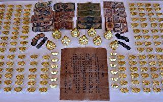 警方缴获的大量假金元宝。 (列治文骑警提供)