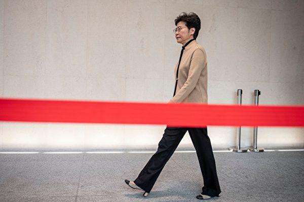 2019年11月19日香港特首林鄭月娥參加記者會。(NICOLAS ASFOURI/AFP via Getty Images)