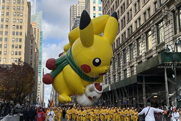纽约梅西感恩节大游行 曼哈顿人山人海