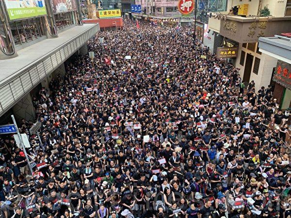 6月16日遊行市民塞爆銅鑼灣邊寧頓街。(林怡/大紀元)