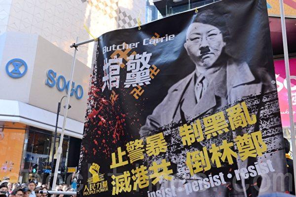 11月2日,香港民眾在銅鑼灣SOGO百貨旁。(宋碧龍/大紀元)