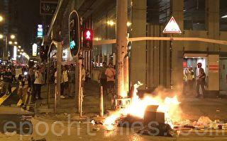 组图:速龙小队深夜施暴 香港旺角如战场