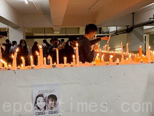 2019年11月8日晚,香港民眾在將軍澳停車場周梓樂同學墜樓處點上燭光表達悼念。(韓納/大紀元)