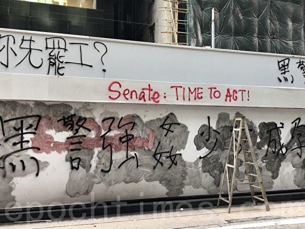 2019年11月11日,香港民間發起全港三罷的「黎明行動」。畢打街德輔道中又聚集群眾。(余天祐/大紀元)