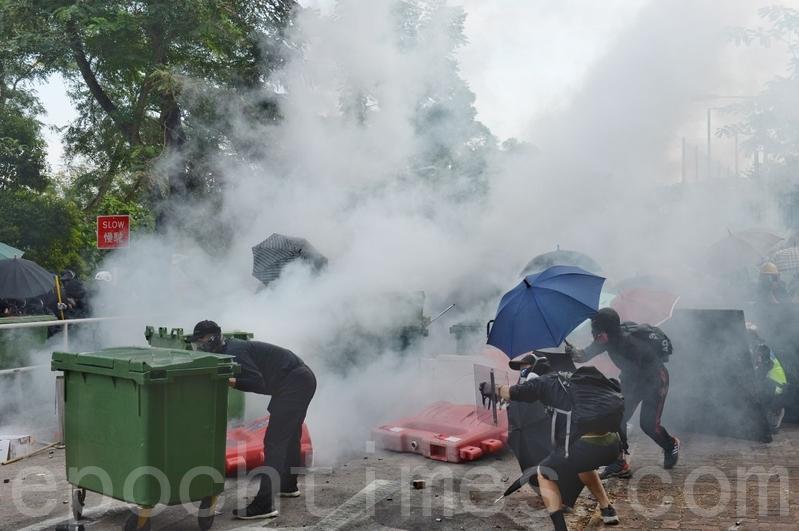 傳中共黑警闖香港私人住宅 大批抓人