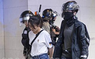 中環千人抗議 憤怒的外國人罵退一隊港警