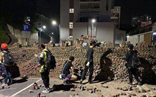 组图:多所大学遭港警攻打 中大砌墙阻挡
