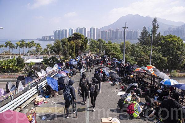 【直播回放】11.15中大抗爭者重鎖吐露港公路