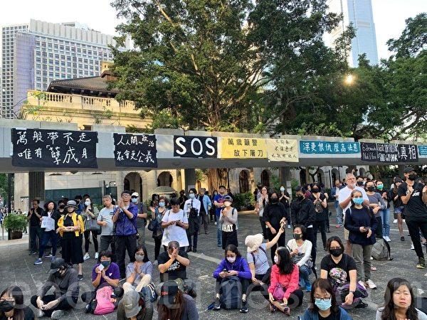 2019年11月15日,香港銀髮族在遮打花園舉行「查警暴 止警謊」集會。(韓納/大紀元)