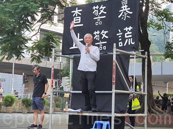 2019年11月15日,香港銀髮族在遮打花園「查警暴 止警謊」集會。(孫明國/大紀元)