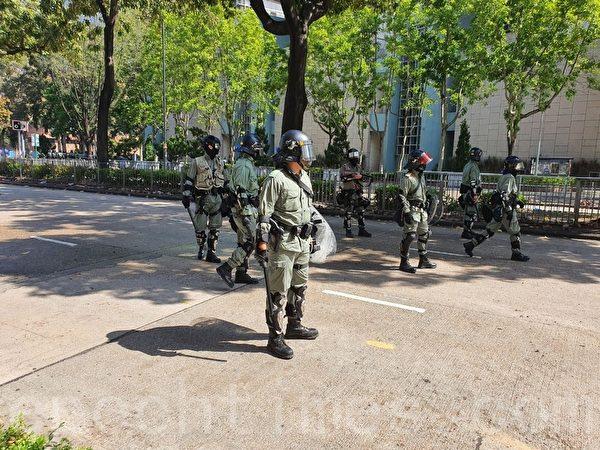 2019年11月17日,香港理工大學防暴警察。(孫明國/大紀元)