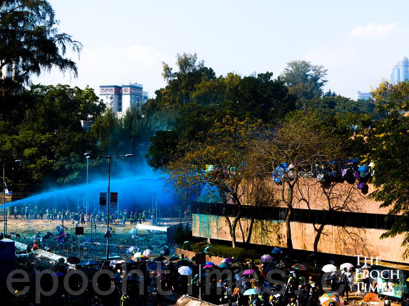 警方攻打圍困理工大學 拘捕1377人
