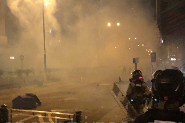 香港化学老师吁港警停用大陆制催泪弹