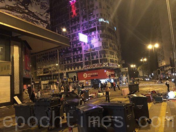2019年11月18日凌晨,香港佐敦道大戰過後的場景。(余天祐/大紀元)