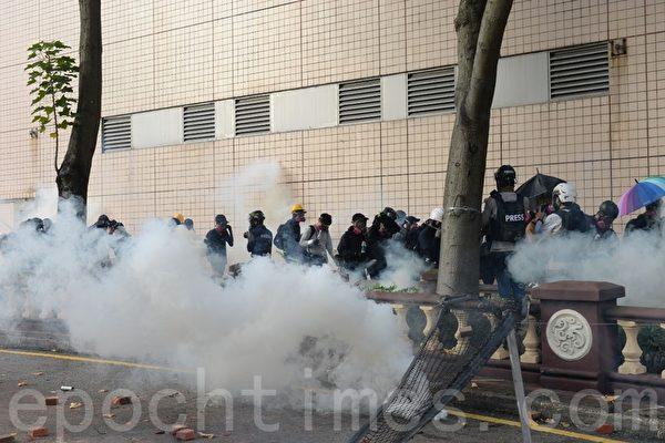 港警隨意抓人 台公視節目編導遭逮捕