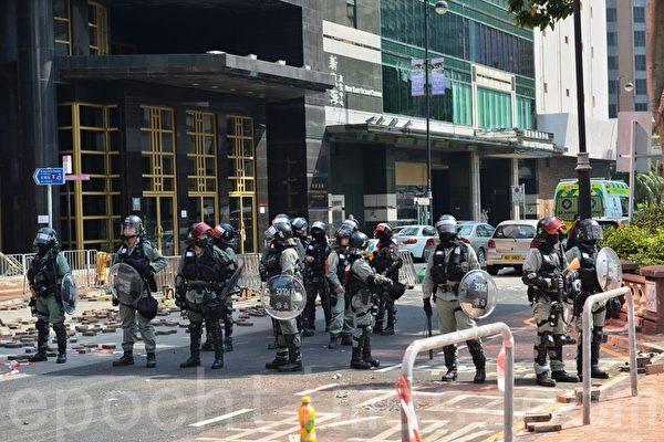 警方大规模拘捕学生 约200人留守理大