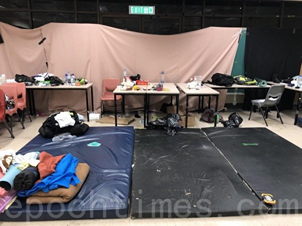 2019年11月19日,香港理工大學校園內的物資救援醫療區。(余天祐/大紀元)