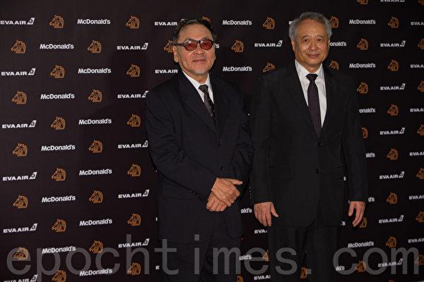 金馬評審團主席王童(左)與金馬執行委員會主席李安。(許基東/大紀元)