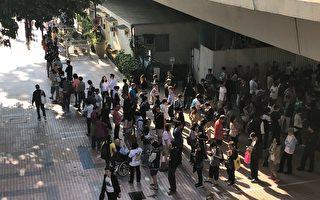 香港区议会选举计票开始 投票率创纪录