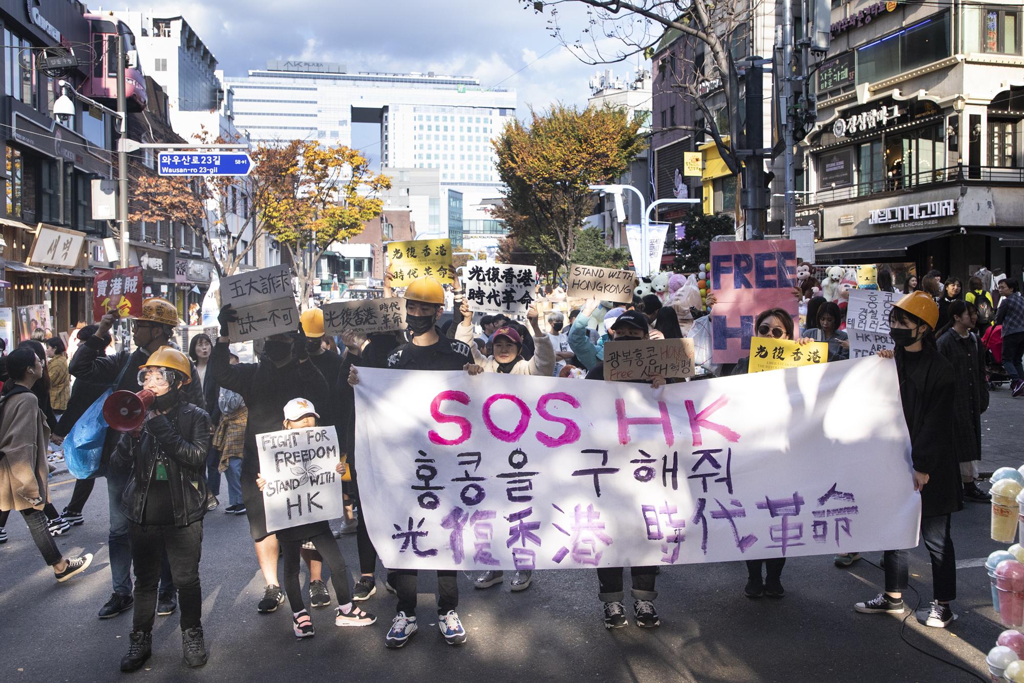 韓民集會聲援港人 港遊客感謝大紀元真實報道