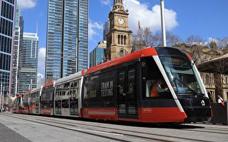 悉尼新輕軌列車首日通勤一波三折