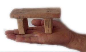 酷刑示意圖:坐小小凳子。(明慧網)