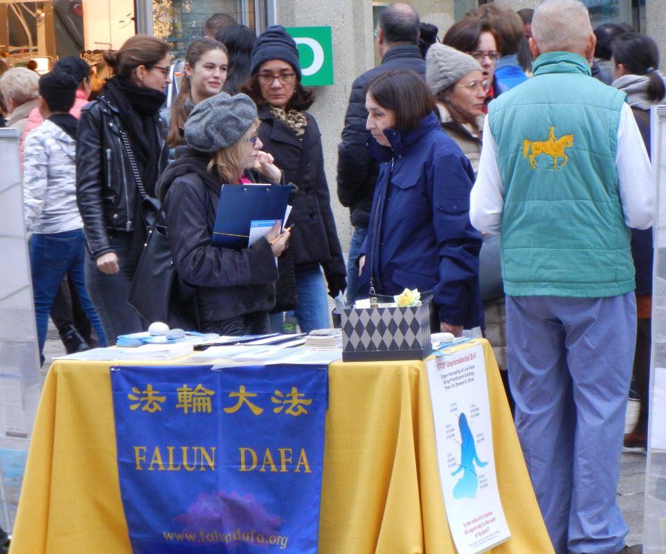日內瓦市中心 民眾簽名支持法輪功反迫害