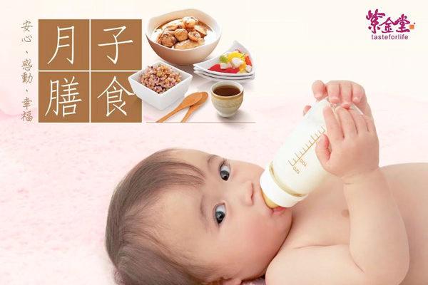 媽媽可在復工前兩星期讓寶寶嘗試用奶瓶。有些寶寶知道媽媽在身邊便不願意用奶瓶,當媽媽不在身邊時,便會很快接受。