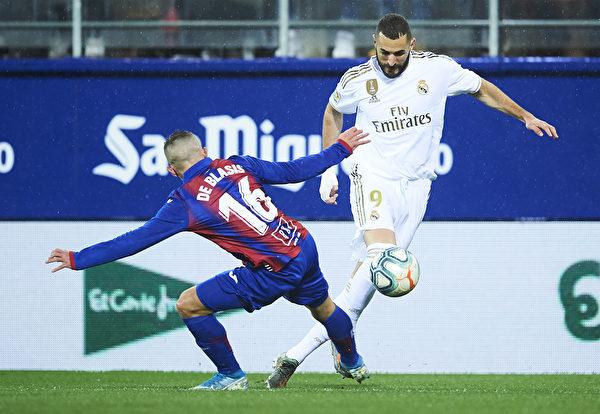 西甲第13輪,皇馬在客場4:0大勝埃瓦爾